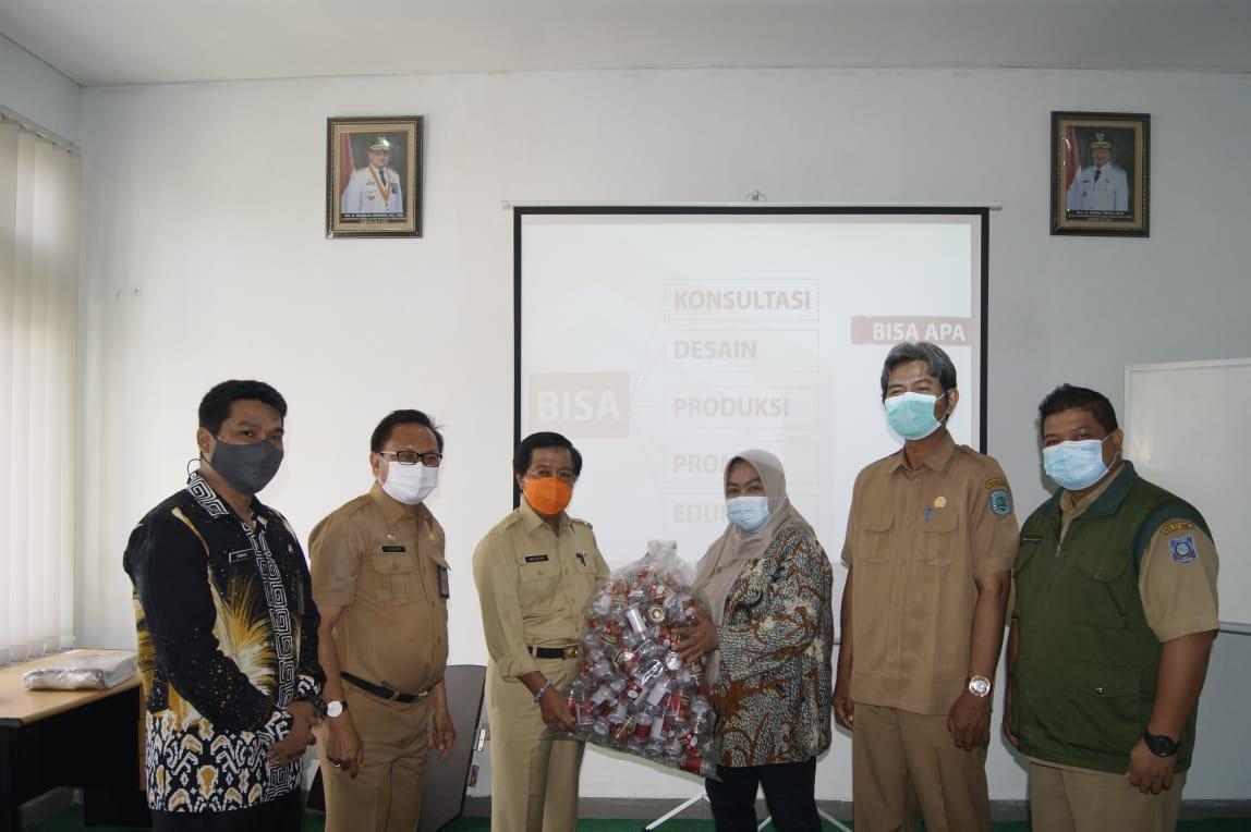 UPTD Rumah Promosi dan Kemasan serahkan bantuan kemasan ke IKM Belitung